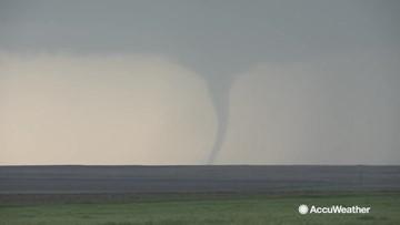 Twister touches down near border of Kansas, Oklahoma