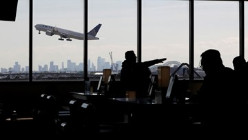 Why you should be nice to airline gate agents