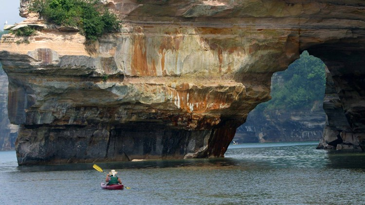 WATCH: Lake Superior cliff collapse narrowly misses kayakers