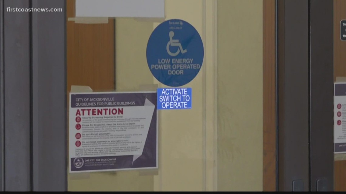 New sign stops people from going beyond 1st floor at City Hall