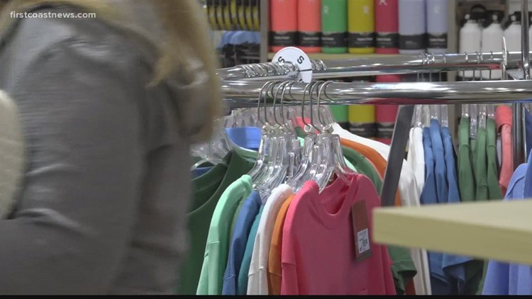 Holiday shoppers find success in last-minute shopping