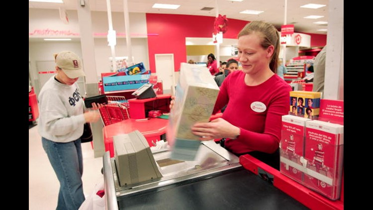 Holiday shoppers see larger crowds this year despite COVID-19 cases increasing