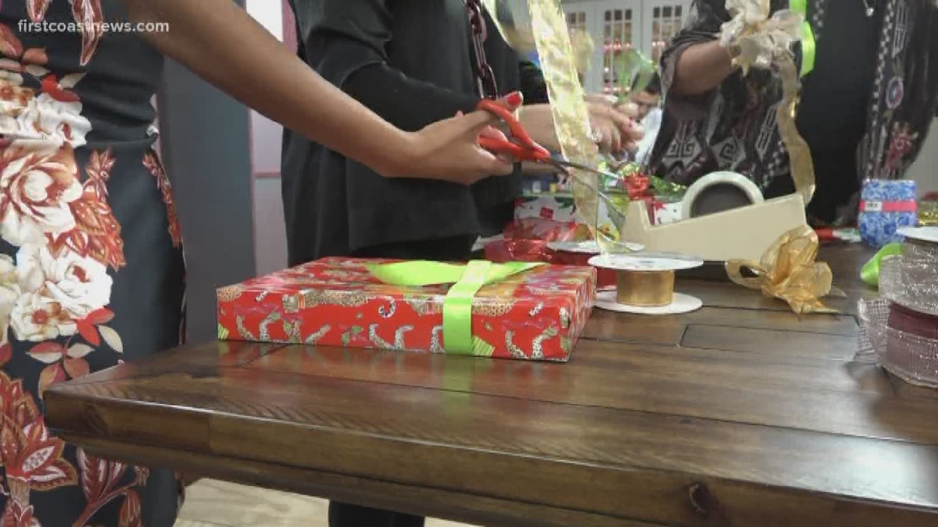 How To Wrap Gifts And Decorate Holiday Cookies Like A Pro Firstcoastnews Com