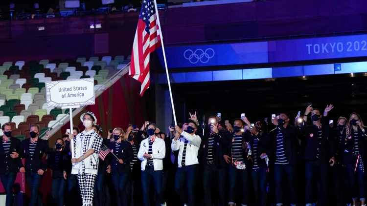 Jacksonville Jumbo Shrimp's Eddy Alvarez carries US flag during Olympics Opening Ceremony