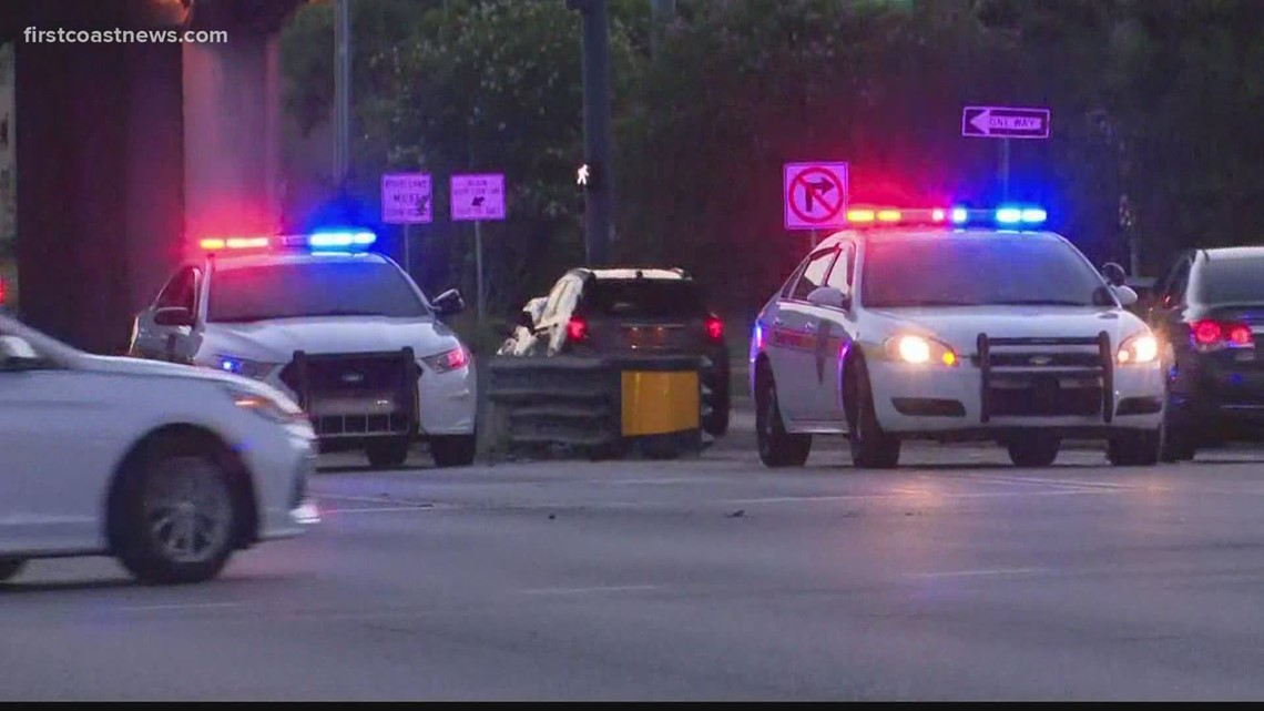 JFRD: 4 injured in crash on Dunn Avenue