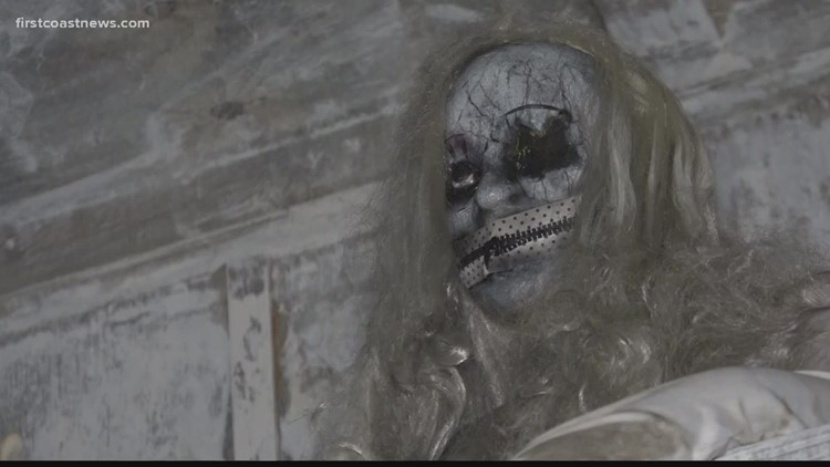 'Dead in the Water': Floating haunted house sets sail on St. Johns River