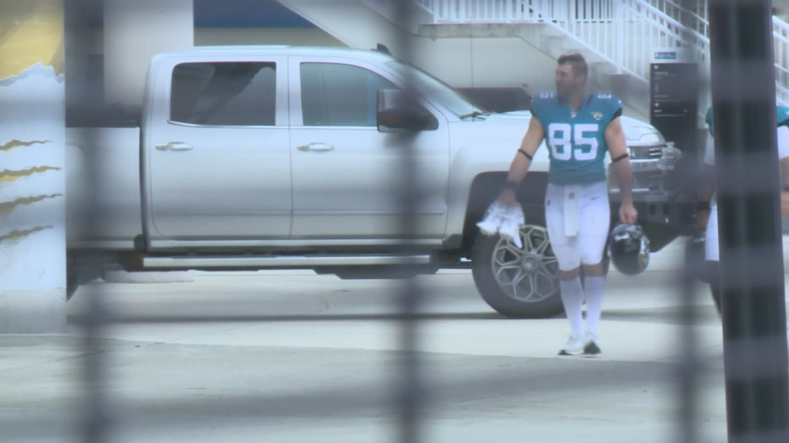 Watch: Tim Tebow arrives at Jaguars training camp