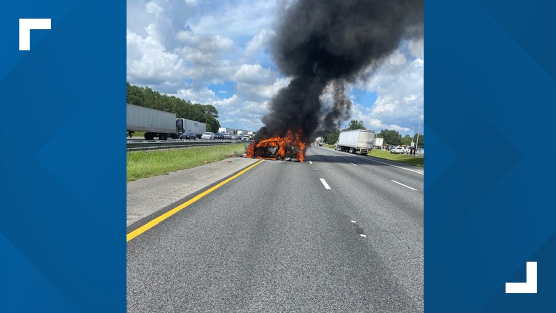 Mother, child saved from burning car by Good Samaritans