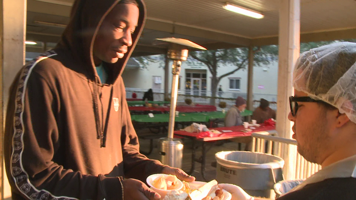 VERIFY: Is it illegal to feed homeless people in Jacksonville without a permit?