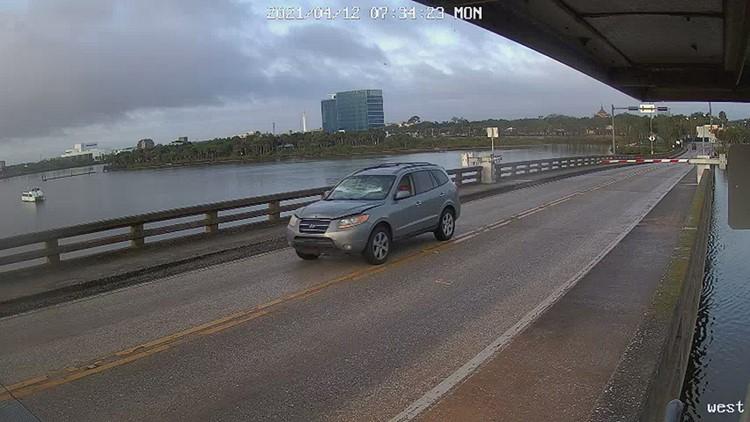 Daytona Beach driver plows through traffic barrier, jumps drawbridge