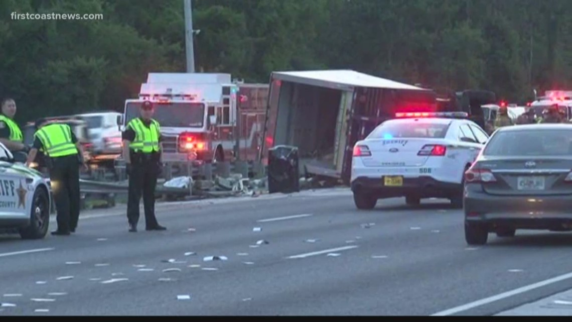Vehicle crash shuts down I-95 NB lanes near St  Augustine outlets for hours