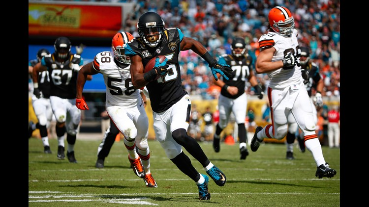 JACKSONVILLE, FL - OCTOBER 19: Allen Robinson #15 of the Jacksonville Jaguars runs for a touchdown during the game against the Cleveland Browns at EverBank Field on October 19, 2014 in Jacksonville, Florida. (Photo by Sam Greenwood/Getty Images)