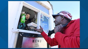 Thanks and giving surround the 'Hippie-Que' truck: Cook prepares hot meals for Jacksonville's homeless
