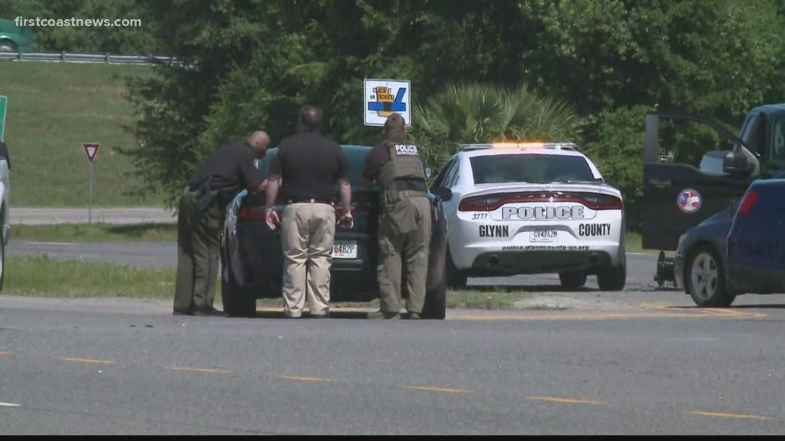 Man barricaded inside vehicle on I-95 in Glynn County; SWAT on scene
