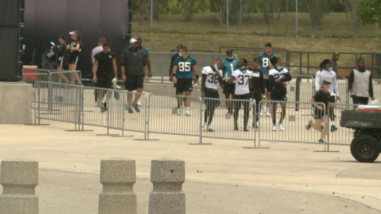 Video: Tim Tebow spotted wearing teal No. 85 Jaguars practice jersey