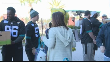 Jaguars help feed 1,200 families in need Tuesday morning