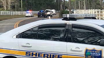 Driver dies after losing control of vehicle, crashing into NW Jacksonville pond