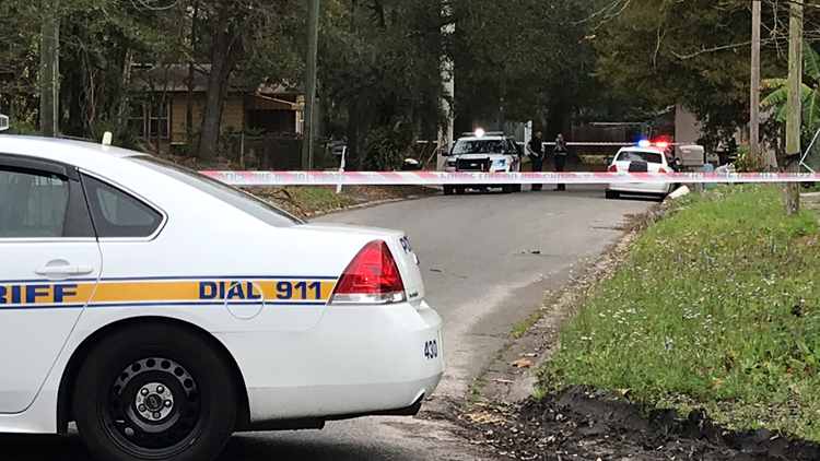 Man dead, woman hospitalized after being shot in Woodstock area