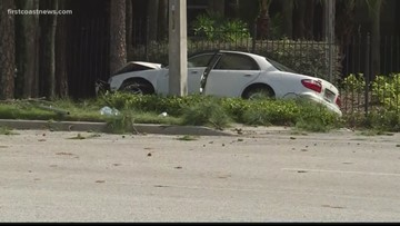 Woman dies after car crashes into tree in Mandarin