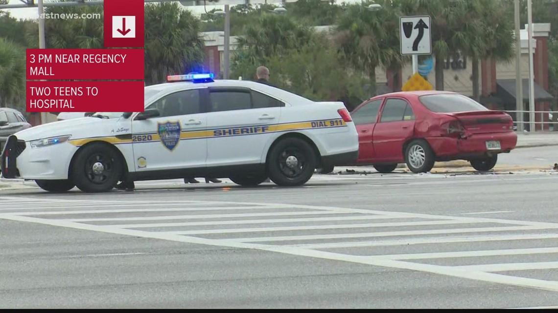 2 teens injured in crash involving JSO patrol vehicle