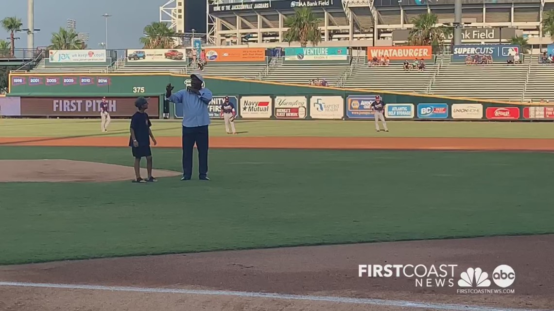 NFL, MLB legend Bo Jackson throws first pitch at Jacksonville Jumbo Shrimp game