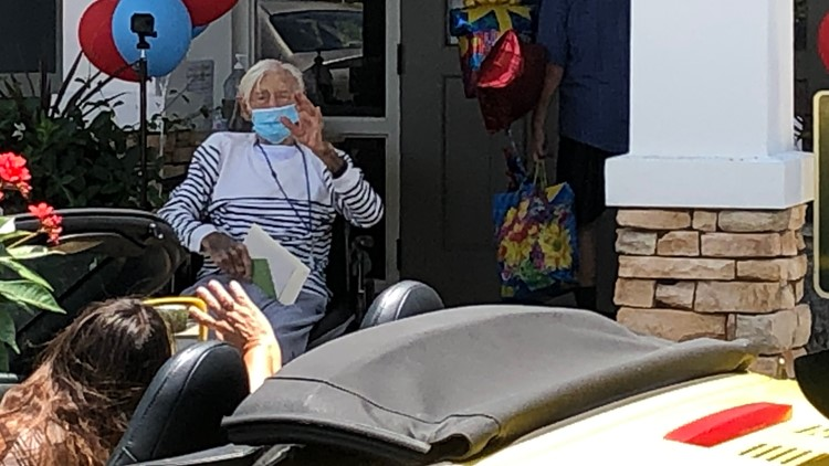 100-year-old WWII veteran gets birthday parade from Florida police, firefighters