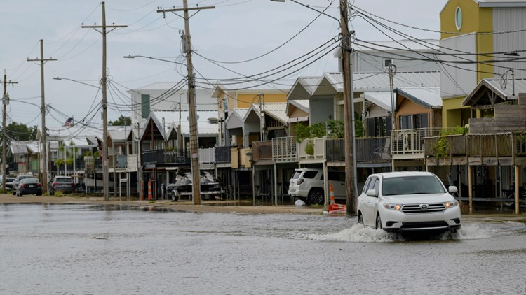Weakened Barry rolls into Louisiana, drenches Gulf Coast